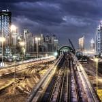 Дубай метро -  самый длинный, полностью автоматизированный железнодорожный транспортный узел. Состоит из 70 км. железнодорожных путей и 47 станций.